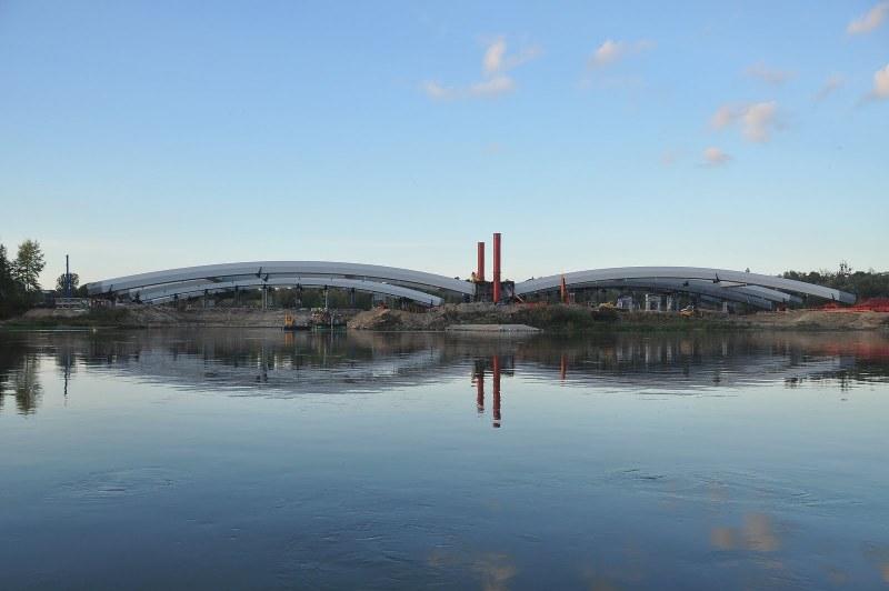 Łuki mostu na placu montażowym_02.jpg